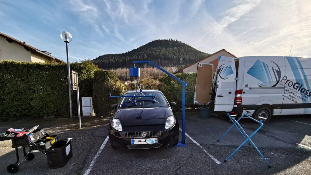 Remplacement de pare-brise à domicile sur une Fiat Punto